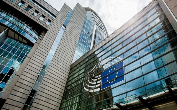 epa06024348 A view outside of the Paul-Henri Spaak (PHS) building at the European Parliament in Brussels, Belgium, 12 June 2017. The Paul-Henri Spaak building is 24 years old and its management wants to tear it down and build a new one for nearly half a billion euros. This building includes the 'Hemicycle' and the President's office.  EPA/STEPHANIE LECOCQ
