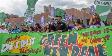 Green New Deal demo, Detroit, 31 July 2019 | Becker1999 from Grove City, OH, CC BY 2.0, via Wikimedia Commons