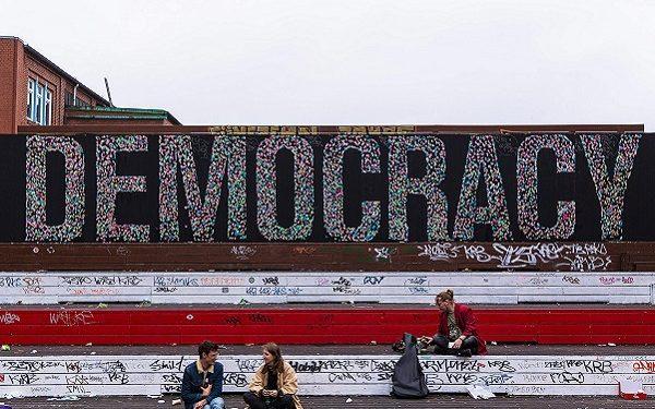 """Демократија"" - улична уметност, Хамбург, Германија."