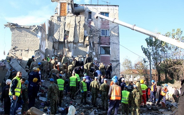 epa08026489 Rescue teams search for survivors in the rubble of a building after an earthquake hit Durres, Albania, 26 November 2019. Albania was hit by a 6.4 magnitude earthquake on 26 November 2019, the strongest recorded in decades.  EPA-EFE/Malton Dibra