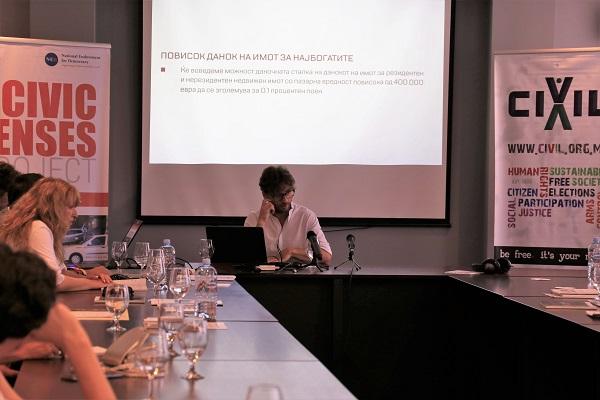 Повисок данок на имотот за најбогатите, дел од предавањето на Бранимир Јовановиќ/ Фотографија Б. Јордановска, ЦИВИЛ