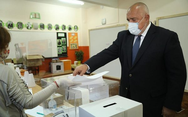 epa09114948 A handout photo made available by the Bulgarian Government Press Office shows  Bulgarian Prime Minister Boyko Borissov casts his ballot at a polling station during the parliamentary elections in Sofia, Bulgaria, 04 April 2021.  EPA-EFE/GOVERNMENT PRESS OFFICE HANDOUT  HANDOUT EDITORIAL USE ONLY/NO SALES