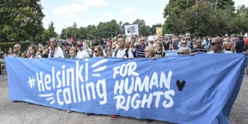 epa06889808 People gather during a demonstration calling for human rights and democracy in Helsinki, Finland, 15 July 2018. Demonstrators called on Finnish President Sauli Niinisto to stand up for human rights as US President Donald J. Trump and Russian President Vladimir Putin have agreed to meet for summit talks on 16 July 2018 in Helsinki.  EPA-EFE/KIMMO BRANDT