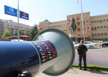 "Протест на ЦИВИЛ пред Собранието на РСМ: ""Слободни избори – ДА, изборна кражба – НЕ"", април 2016 година / фото: ЦИВИЛ Тим"