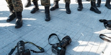 Протест, 23 октомври 2013, за ослободување на новинарот Томислав Кежаровски.