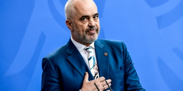 epa06691979 Albanian Prime Minister Edi Rama gestures during a press statement  with German Chancellor Angela Merkel (unseen )at the Chancellery in Berlin, Germany, 25 April 2018. Merkel and Rama met for bilateral talks.  EPA-EFE/FILIP SINGER