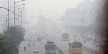 epa07955679 Haze blankets the streets after the Diwali celebrations in Amritsar, India, 28 October 2019. Levels of pollutants and smog in India rise every year on the day following Diwali festival, as millions celebrate around the country by lighting firecrackers. According to media reports, on 28 October 2019 air pollution levels in New Delhi, Lucknow and Patna were worse than the ones recorded in 2018.  EPA-EFE/RAMINDER PAL SINGH