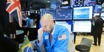 epaselect epa08245142 A trader rubs his eyes at the end of the day on the floor of the New York Stock Exchange in New York, New York, USA, 24 February 2020. Stocks around the world are broadly lower as investors are reportedly reacting to news that the coronavirus is spreading to more countries and the Dow Jones industrial average closed down over 1000 points.  EPA-EFE/JUSTIN LANE