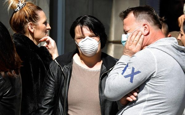 epa08310153 People wearing protective face masks wait in front of a grocery store in Zagreb, Croatia, 20 March 2020. Croatian authorities have decided to order the closure of cafes, restaurants, and other establishments and suspended public and sporting events in an attempt to prevent the spread of the SARS-CoV-2 coronavirus which causes the Covid-19 disease. Croatia confirmed a total of 128 people being infected with the coronavirus.  EPA-EFE/ANTONIO BAT