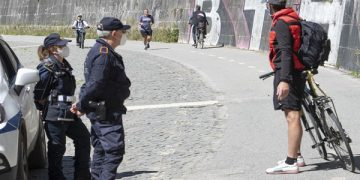 epa08400162 Local police check runners and cyclists on a bike path alongside the Tiber River near the Vatican, in Rome, Italy, 04 May 2020, during the coronavirus disease (COVID-19) pandemic. Italy entered the second phase of its coronavirus emergency on 04 May with the start of the gradual relaxation of the lockdown measures that have been in force for 55 days.  EPA-EFE/MAURIZIO BRAMBATTI