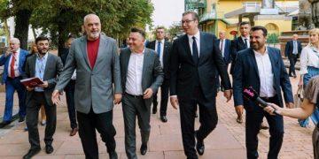 Заев, Рама и Вучиќ на прошетка низ Скопје, 28 јули 2021